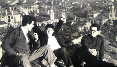Hugo-Pratt,-Giorgio-Bellavitis,-Giancarlo-Guarda-su-tetti-di-Venezia
