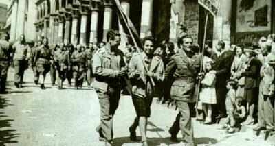 partigiani-sfilano-a-Milano