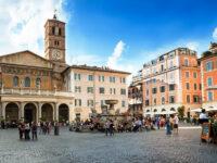 Roma, piazza di Santa Maria in Trastevere con la Basilica omonima