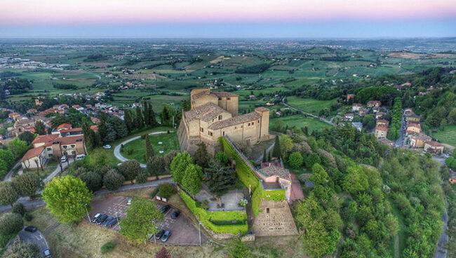 La Rocca di Bertinoro e il panorama fino al mare (foto; Massimiliano Baccolini)