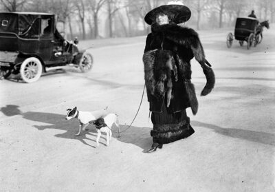"""Anna-la-Pradvina,-detta-anche-""""la-signora-con-le-volpi""""-Avenue-du-Bois,-Paris,-1911"""