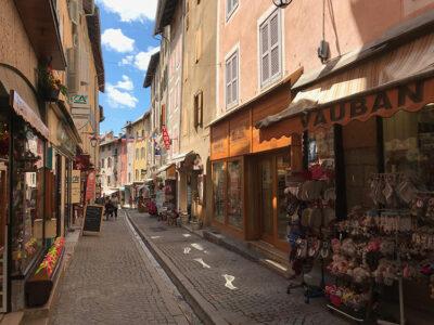 Briançon.-La-Grande-Rue-è-l'asse-principale-della-Ville-Vauban-Ph-Dario-Bragaglia