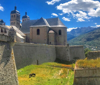 Briançon.-Un'immagine-della-Ville-Vauban,-la-città-alta-ancora-completamente-circondata-dalle-mura-Ph-Dario-Bragaglia