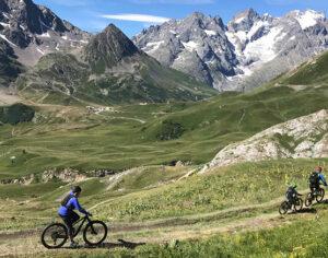 Scendendo in mountain bike dal Col du Galibier (Ph. D. Bragaglia © Mondointasca.it)