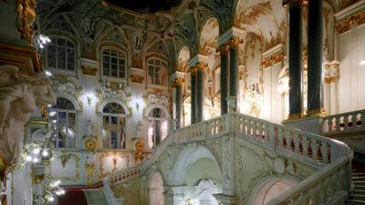 Scalone-donore-della-Galleria-Ermitage-Il-potere-dellarte-Sky-Arte