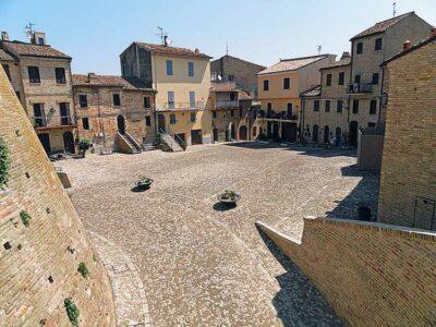 Acquaviva Picena Piazza del forte Foto Vid Pogacnik