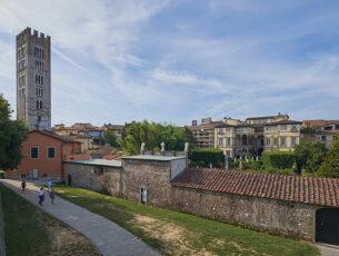 Lucca, le Mura  e Torre della Basilica di San Frediano (Ph: ©Emilio Dati)