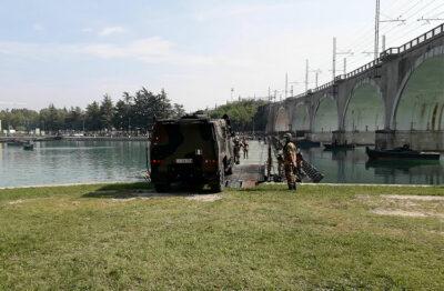 Mezzo-militare-che-attraversa-il-ponte-sul-Mincio