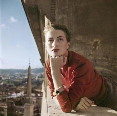 Robert-Capa-Capucine-modella-e-attrice-francese-al-balcone-Roma-Agosto-1951-Credits-Robert-Capa-International-Center-of-Photography-Magnum-Photos