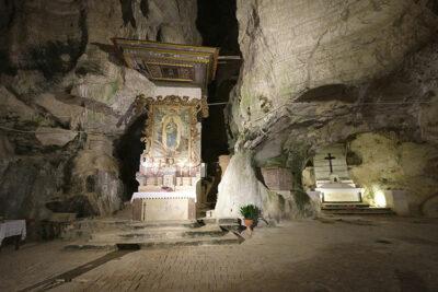 Sant-Angelo-a-Fasanella-Grotta-di-San-Michele-Arcangelo (© Photo Emilio Dati – Mondointasca.it)