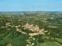 Montedinove e il suo paesaggio visto dall'alto