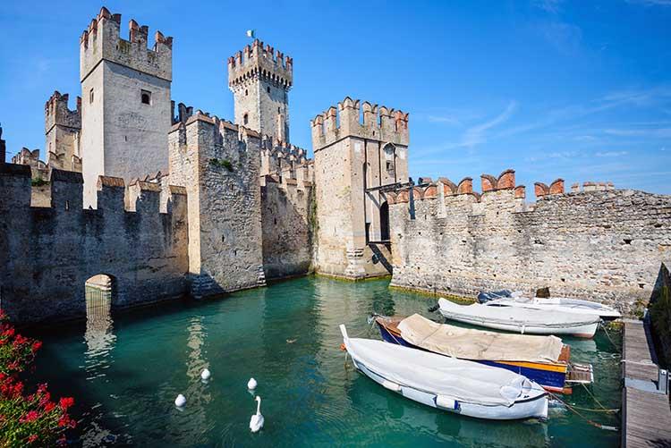 Castelli nel Vecchio Continente Castello di Sirmione Lago di Garda