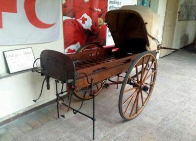 Museo-croce-rossa-lettiga-a-mano