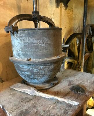 Vecchio-macchinario-rimesso-in-funzione-da-G-Testa-Photo-©-Dario-Bragaglia