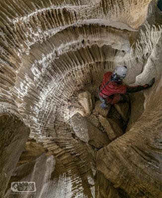 mondo sotterraneo 08-discesa in un pozzo foto-u-PIX