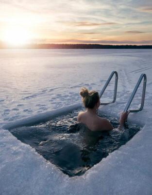 Visit-Finland-Winter-Ice-Bathing-Aku-Pöllänen