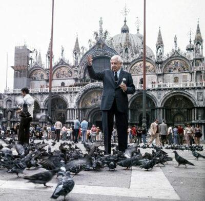 Giorgio-De-Chirico-in-piazza-San-Marco-a-Venezia