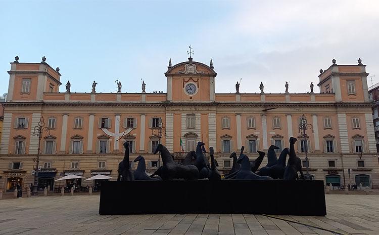 Cavalli, installazione di Mimmo Paladino, Piacenza (Credit Visit Emilia)