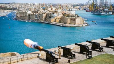 fotografi di viaggio James-Gabriel-Martin_The-Saluting-Battery-Valletta-in-Malta