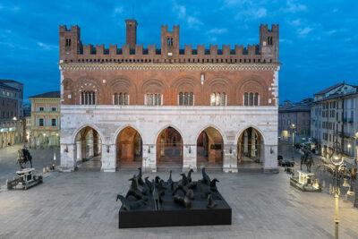 Paladiarte Installazione Cavalli di Mimmo Paladino in Piazza Cavalli (ph © Lorenzo Palmieri 2020)