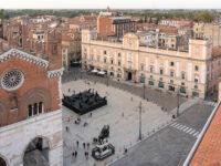 Paladino Piacenza,-veduta-dell'installazione,-Piazza-Cavalli-(Piacenza)-©️-Lorenzo-Palmieri-2020
