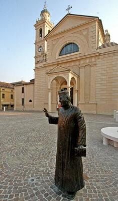 Statua-di-Don-Camillo-a-Brescello-(RE),-foto-di-Mario-Rebeschini,-credit-Visit-Emilia