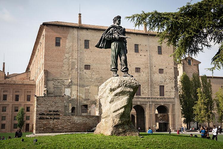 Statue Parlanti a Parma, Monumento al Partigiano (credit Visit Emilia)