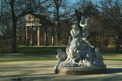 arte Statue-Parlanti-a-Parma,-Sileno-Parco-Ducale,-credit-Visit-Emilia