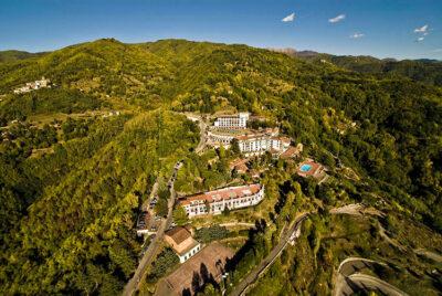 fuga romantica ciocco-Renaissance-Tuscany-panoramica-sulla-tenuta