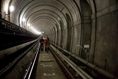 Brunel Interno-del-tunnel-Foto-di-Lars-Plougmann-da-Wikimedia-Commons