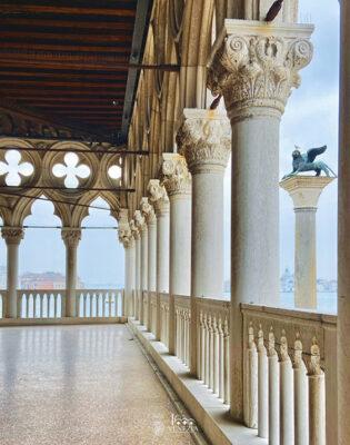 Palazzo-Ducale-Loggia-Foscara-dettaglio-gotico-inserito-nel-logo-Venezia1600