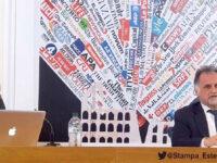 Il ministri Massimo Garavaglia con la moderatrice Julia Sandra Virsta