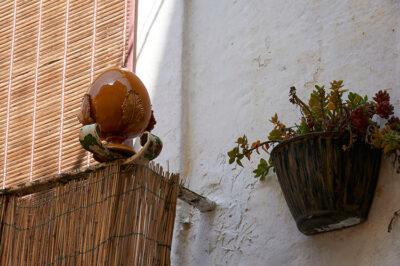 Pumi e pupe ceramiche ornamentali e di buon auspicio