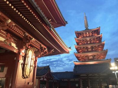 La-grande-pagoda-e-il-sandalo-gigante-del-Budda