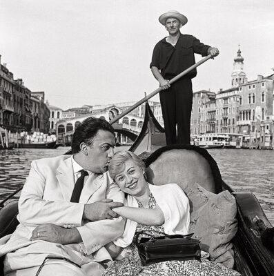 MARIO-DE-BIASI_Fellini-e-Masina,-Venezia,-1955