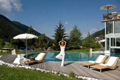 Romantik-Hotel-Post-Panorama-piscina-e-Yoga