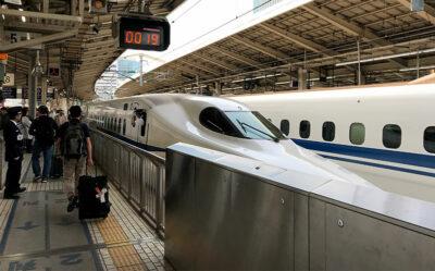 treno-proiettile-alla-stazione-di-Tokyo (ph. b. andreani © mondointasca.it)