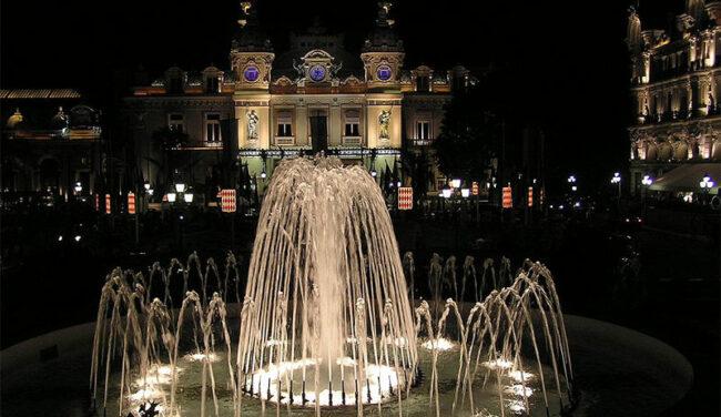Casinò di Monte Carlo visto di notte  (crediti Commons Wikimedia.org)