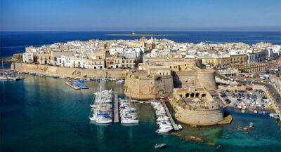 penisola salentina Gallipoli-con-in-primo-la-fortezza-angioina