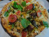Pizza con fichi e salame piccante (ph. © 2021 emilio dati)