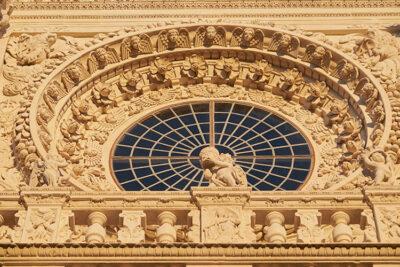 Lecce-Basilica-di-Santa-Croce-rosone