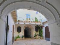 Palazzo Siliceo (XV secolo) androne (ph. © 2021 emilio dati)
