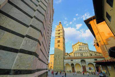Pistoia Cattedrale di San Zeno e Campanile visti dal Battistero