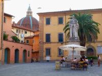 Piazzetta Santo Spirito, monumento al Cardinale Niccolò Forteguerri (2021 © emilio dati - mondointasca)