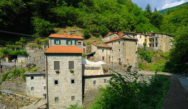 Orsigna, architetture residue di vecchi mulini (ph. © emilio dati – mondointasca.it)